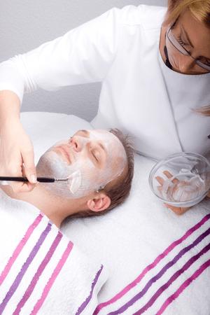 Kosmetik-Behandlung für Männer